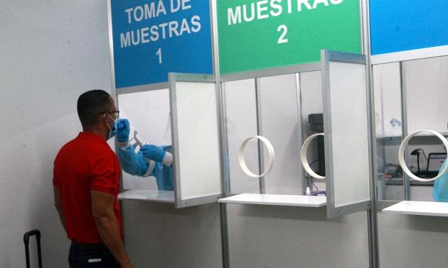 La prueba Sofia SARS es menos invasiva por usar hisopado nasal en lugar de nasofaríngeo, garantiza un resultado 96.7% seguro. Foto/Víctor Arosemena