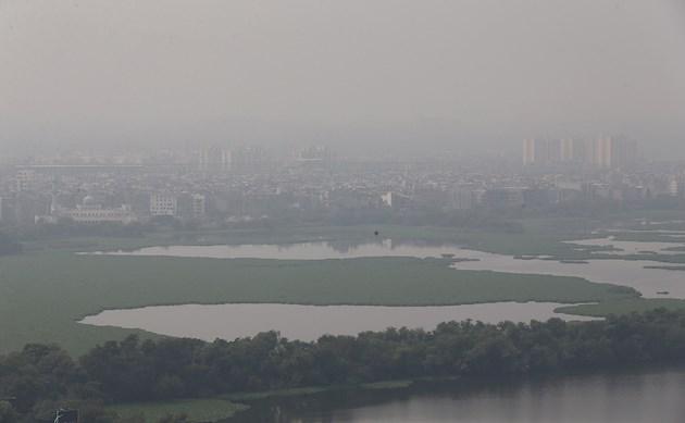 Tanto Nueva Delhi, considerada con frecuencia la capital más contaminada del mundo, como sus ciudades satélites, habían disfrutado de un aire considerablemente limpio durante un largo periodo desde el 25 de marzo gracias al confinamiento por el coronavirus, según un análisis de la Agencia Espacial Europea.