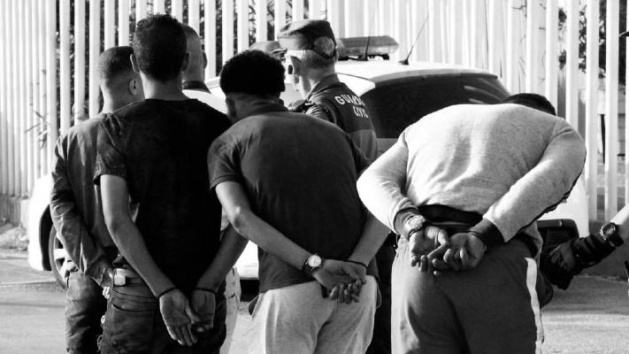Existe una estrecha ligazón entre violencia y degradación social. La miseria trae como consecuencia un mayor índice de criminalidad y violencia. Foto: EFE.