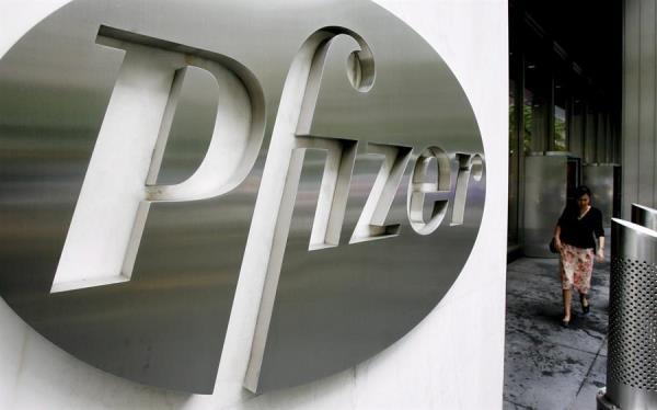 Pfizer había dicho anteriormente que esperaba poder presentar resultados y buscar la aprobación reguladora a finales de octubre, con lo que era vista como la principal candidata para que Trump pudiera cumplir su promesa electoral. FOTO/EFE