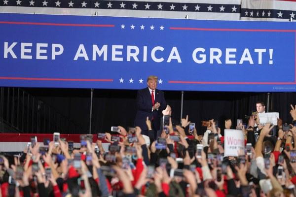 El presidente Donald Trump, ha sido un duro crítico de la gobernadora de Michigan la demócrata Gretchen Whitmer.FOTO/EFE