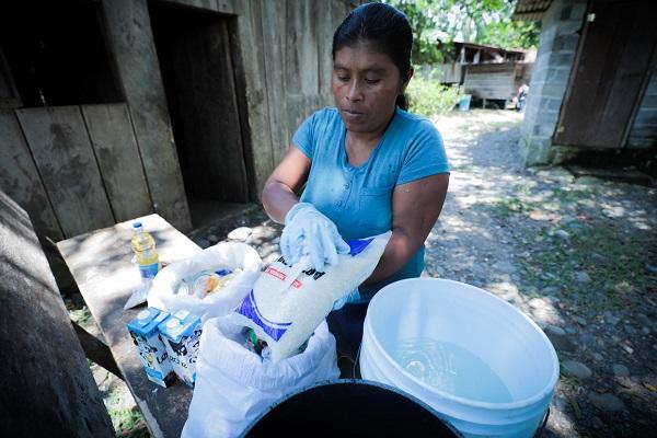 Distribución de alimentos en la comarca Ngäbe Buglé