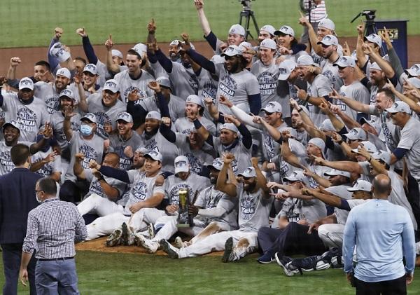 Jugadores de Tampa Bay festeja el título de la Liga Americana. Foto:EFE