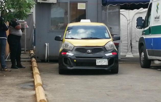El ahora occiso fue traslado en un taxi hacia el hospital Nicolas A. Solano de La Chorrera. Foto: Eric A. Montenegro.
