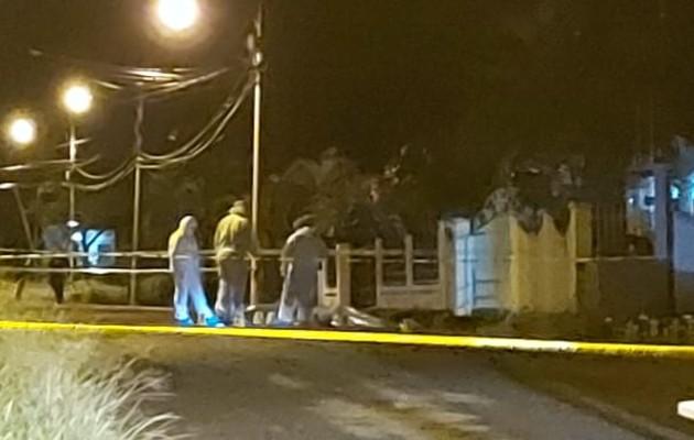 La víctima fue identificada como Jonathan Rivera de 19 años de edad, mientras que la persona herida es Omar Machuca alías