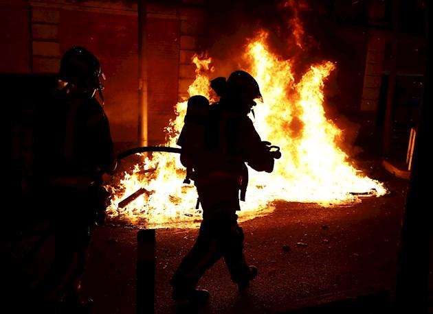 La violencia en las calles, donde ha habido incluso saqueos, ha sido censurada como