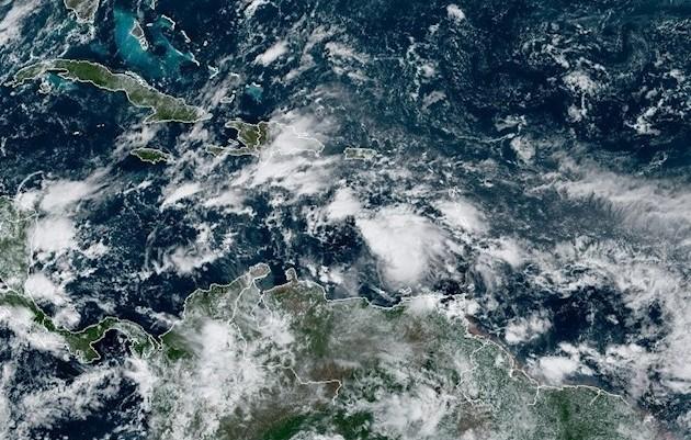 El reforzamiento de los vientos está previsto que continúe hasta que toque tierra el lunes por la noche o el martes por la mañana.