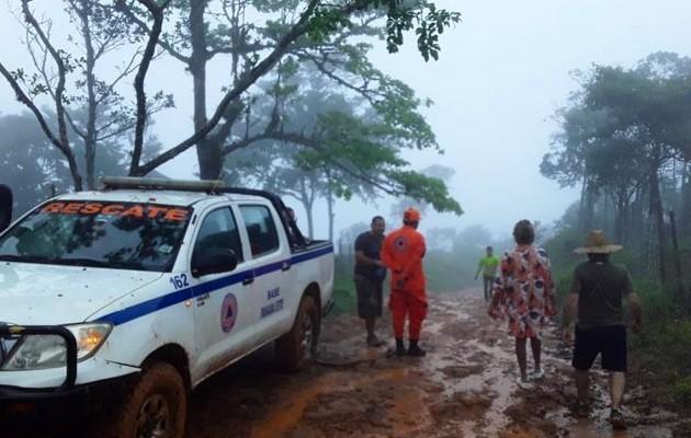 Seis vehículos quedaron atrapados por mal estado del camino en Pacora. Foto:Sinaproc