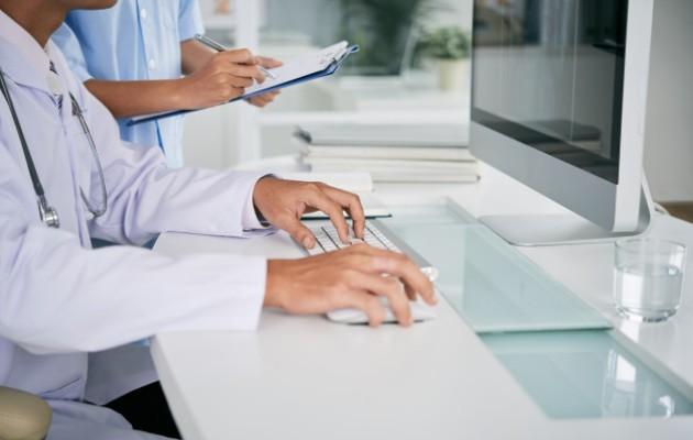 La atención médico paciente no tendría que ser presencial. (Imagen ilustrativa: Freepik)