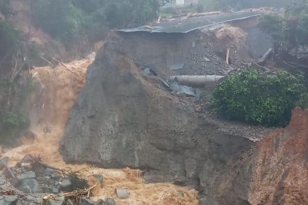 Un alud en Las Minas, en Chiriquí ha trancado la vía de acceso hacia Bocas del Toro.