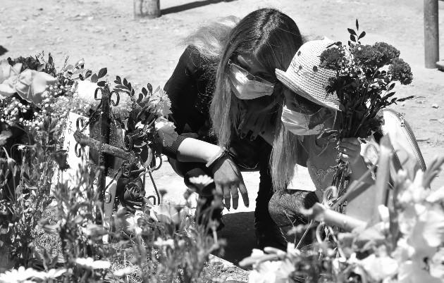 Acudir, por tanto, a las tumbas es como licuarse en la poesía del silencio y en la soledad del tiempo. Foto: EFE.
