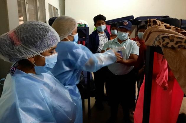 Personal de salud continúa entregando gel alcoholado en los diferentes albergues en Chiriquí.