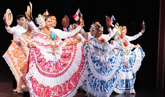 Bailarines de Folklore Dance Studio. Foto: Odette Cortez