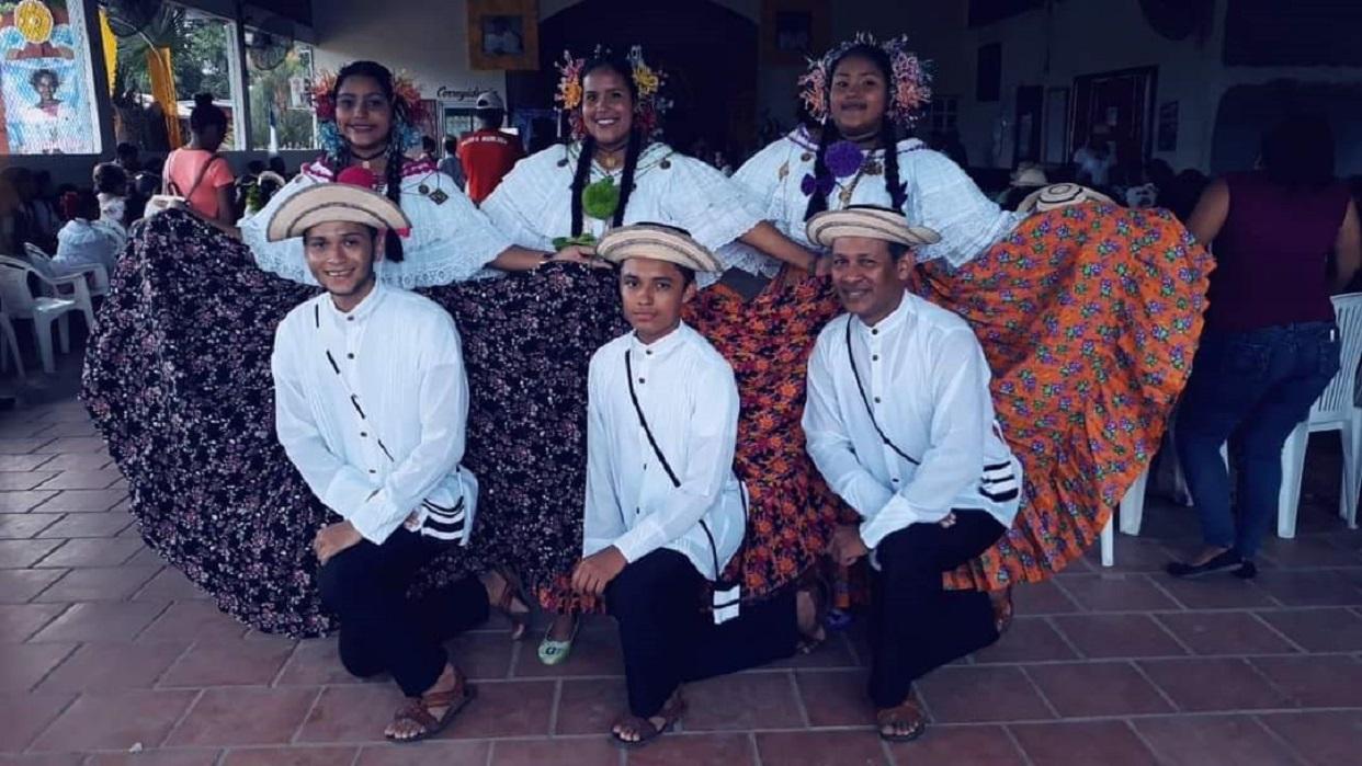 Conjunto Proyecciones Huellas de mi Folklore. @huellasdemifolklore_pty