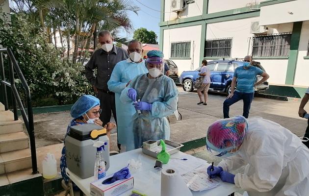 En la provincia de Herrera, hasta la fecha, se han aplicado un aproximado de 13,700 pruebas de hisopado, en instalaciones del Ministerio de Salud y de la Caja de Seguro Social.