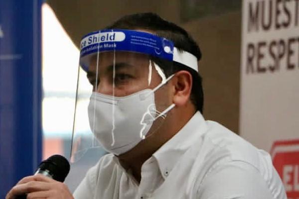 Además de la mascarilla el director general del Metro de Panamá sugirió que es importante que el usuario utilice una pantalla facial.