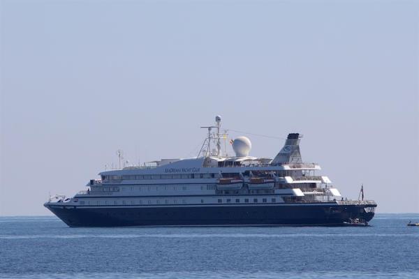 El SeaDream 1, de la naviera SeaDream Yacht Club, era el primer crucero que recorría el Caribe desde que se suspendieron este tipo de travesías en plena pandemia. Foto: EFE