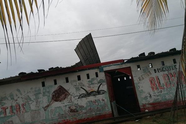 Cuatro viviendas en Colón fueron afectadas por los fuertes vientos, el sábado. Foto: Diomedes Sánchez
