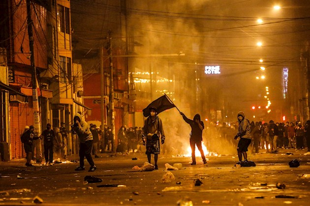 En una semana, los promotores de la destitución del expresidente Martín Vizcarra, fueron incendiando cada vez más lo ánimos con sus constantes muestras de desprecio a la opinión popular y tratar de reprimir como fuerza las manifestaciones en su contra.