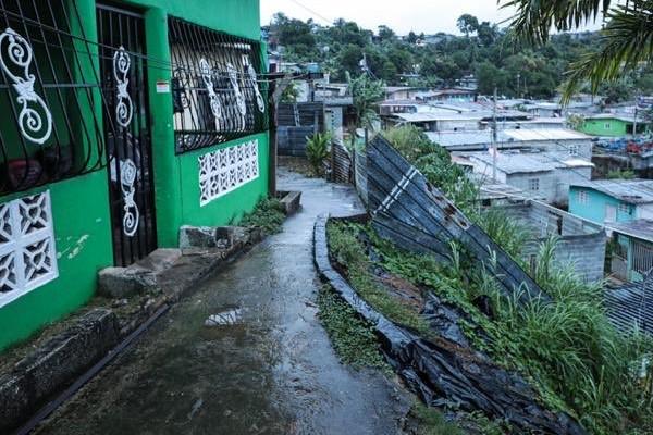 El ministro de Vivienda Rogelio Paredes explicó que la medida se tomó para prevenir cualquier desastre ante la tormenta Iota.