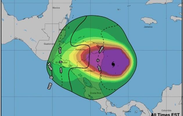 En su boletín de las 15.00 GMT, el NHC informó que el huracán presenta vientos máximos sostenidos de 260 kilómetros por hora (160 m/h) cuando se acerca a Nicaragua y Honduras.