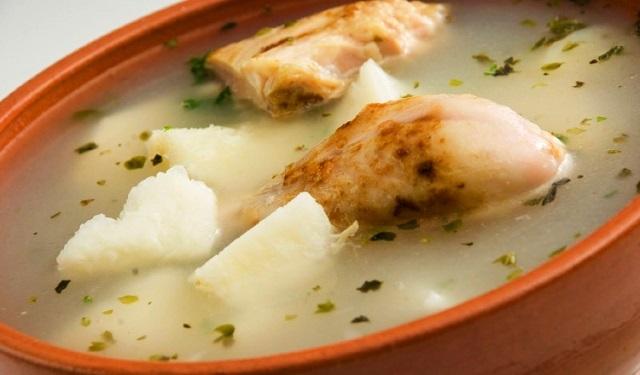 Un sancocho tradicional debe llevar: gallina de patio, ñame, culantro, ajo y cebolla. Foto: Archivo