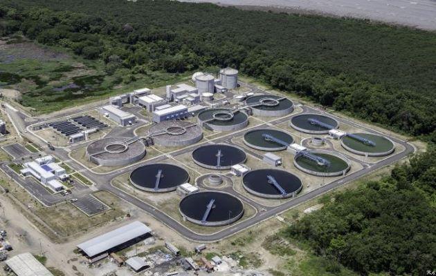 El Programa de Saneamiento de Panamá se encarga del saneamiento de la Bahía de Panamá, ríos y el tema de alcantarillados.
