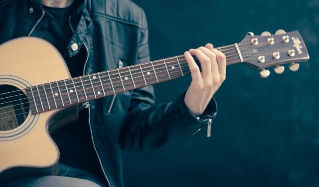 El cantautor y guitarrista Ariel Blanco interpretará el recital. Foto: Ilustrativa / Pixabay