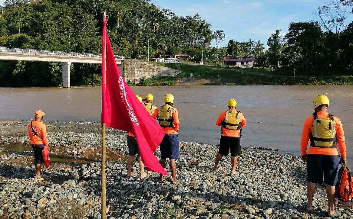 Prohibido bañarse en ríos y playas