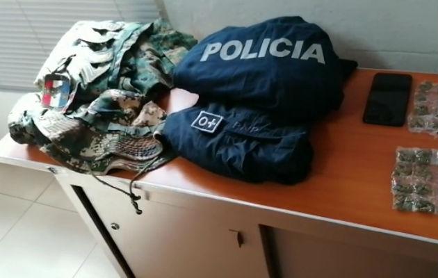 Uniformes de la Fuerza Pública también fueron incautados. Foto: Eric A. Montenegro