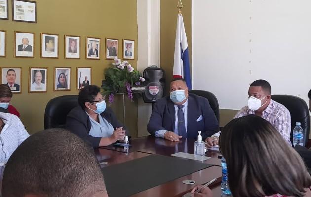 Samuel Gonzales director de planeación de la empresa ENSA indicó al alcalde y a los representantes que la empresa está anuente y hará lo posible por solucionar la situación del alumbrado público en Colón.