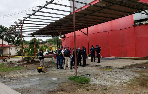 El taller donde se perpetró el crimen está ubicado a orillas de la carretera Panamá-Colón. Foto: Diómedes Sánchez S.