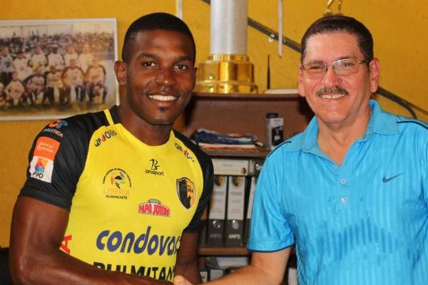 La embajada panameña en Costa Rica informó oportunamente del estado de salud del joven deportista y se facilitaron los trámites de los familiares que viajaron para acompañarle.