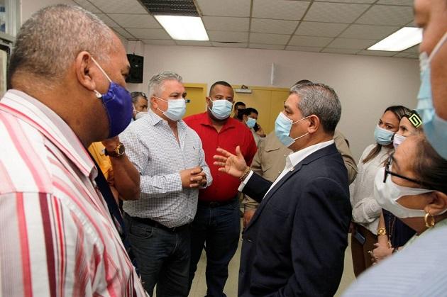 El ministro Luis Francisco Sucre insistió en que no se puede bajar la guardia contra el coronavirus. Foto cortesía Minsa