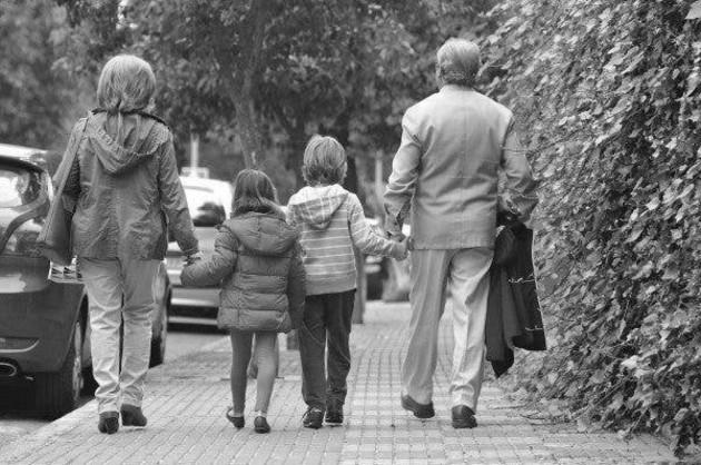 La familia debe retomar su rol y su integridad, a pesar de los cambios, su loable labor de formar a todos los individuos de la sociedad. Foto: EFE.