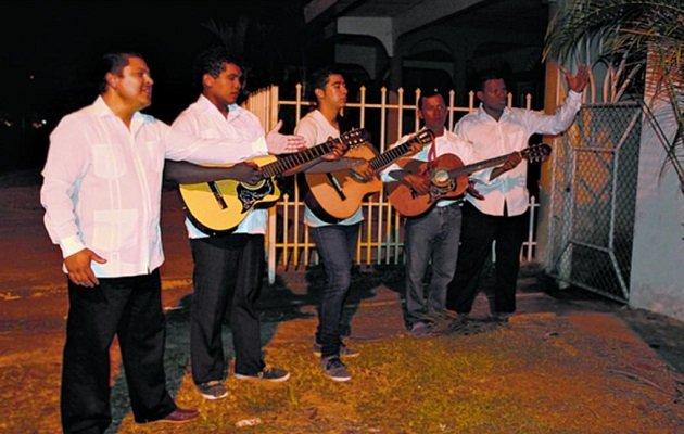 No más de cuatro músicos proponen los mariachis del día de la madre.