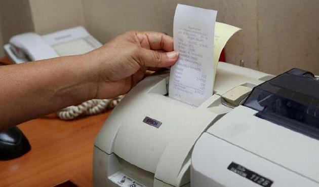 Se espera que en pocos años se pueda pasar a la última etapa de la factura electrónica que sería la obligación para todos en utilizar este mecanismo electrónico. Foto/Archivo