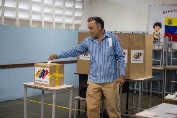 Poco más de 20 millones de venezolanos están llamados a escoger 277 diputados entre unos 14.400 aspirantes. EFE