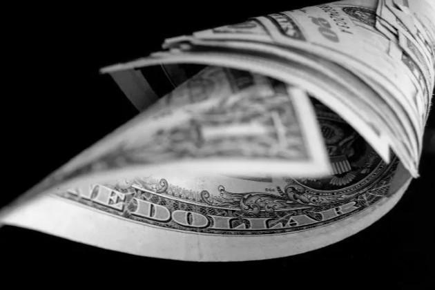 El consumidor cree que por haber cancelado, esos números deben ser cambiados o hasta eliminados pero, según la ley, los datos prescriben siete años después del último pago de la deuda. Foto: EFE.