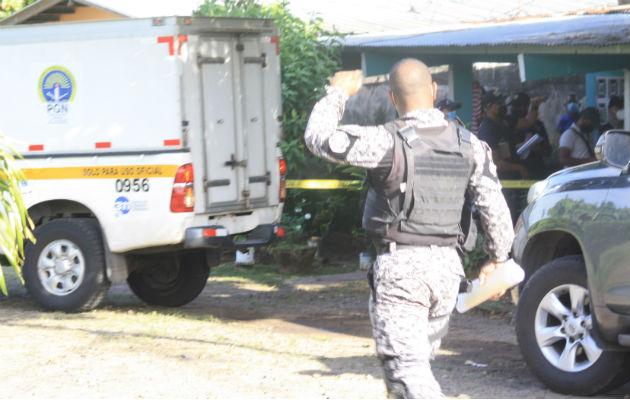 Personal de Criminalística contabilizaron varios impactos de bala en el cuerpo de la víctima. Foto: Eric A. Montenegro.