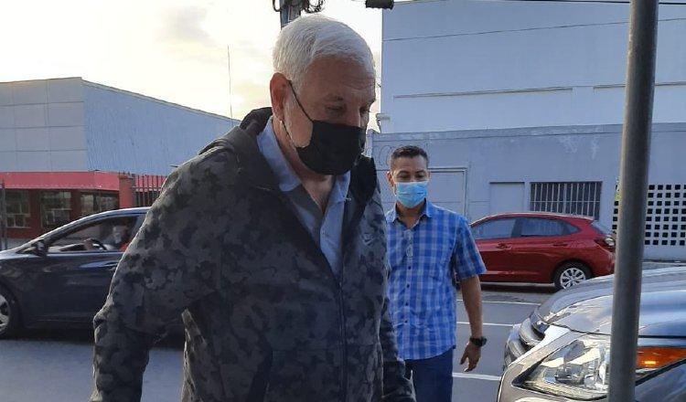 Ricardo Martinelli acude a la Fiscalía a interponer la denuncia. Archivo
