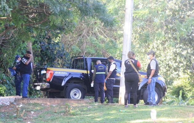 Peritos en Criminalística encontraron en un herbazal un proveedor y varios casquillos. Foto: Eric A. Montenegro.