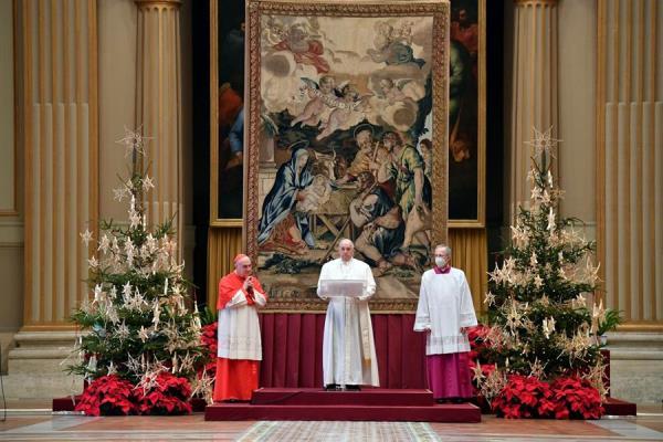 Por motivo de la pandemia, el papa pronunció en el interior de la basílica.