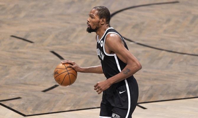 Kevin Durant volvió a destacar por los Nets. Foto:EFE