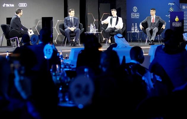 Iker Casillas, que volvió al club, recibió un premio especial.