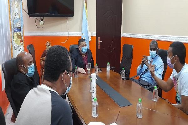 El Comité 9 de enero de Colón se reunió con el alcalde Álex Lee.