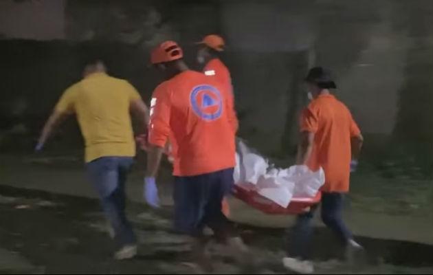 El cuerpo fue trasladado a la morgue del hospital en Changuinola. Foto:Mayra Madrid.