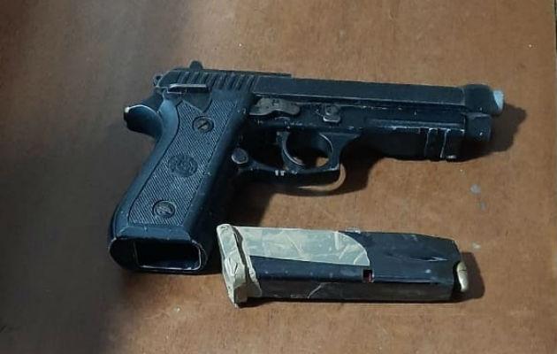 Una de las armas incautadas a los presuntos sicarios. Foto: Eric A. Montenegro.