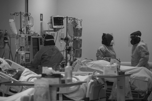 La sensible pérdida de aquellos que se han ido en manos de la enfermedad no ha sido en vano; nos deja una lección valiosa: se fueron luchando contra el virus y la enfermedad. Foto: EFE.