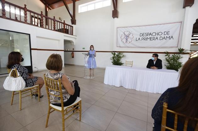 La Primera Dama de la República, Yazmín Colón de Cortizo, hizo un llamado a seguir trabajando en beneficio de las mujeres de Panamá que padecen la enfermedad del cáncer. Foto cortesía